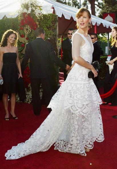 جنیفر گارنر (Jennifer Garner)، طراح لباس اسکار دلا رنتا، 2004