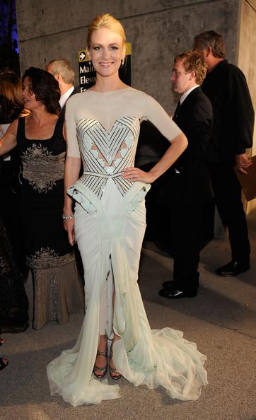 جنیوری جونز (January Jones)، طراح لباس ورساچه، 2009