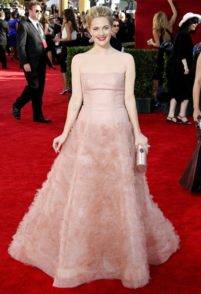 درو بریمور (Drew Barrymore ) طراح لباس مونیک لویلییر، سال 2009