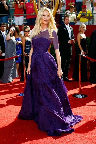 نیکولت شریدان (Nicolette Sheridan)، طراح لباس آنجل سانچز، 2008