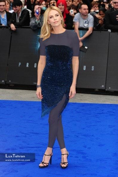 طراح لباس شارلیز ترون : کریستین دیور، سال 2012