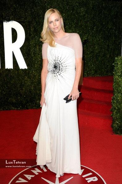 طراح لباس شارلیز ترون : ورساچه، ضیافت ونیتی فیر 2011