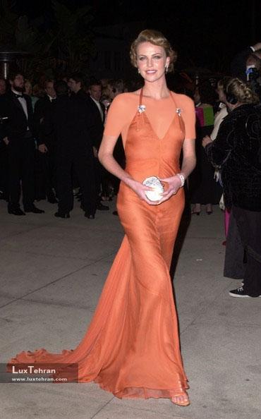 طراح لباس شارلیز ترون : ورا وانگ، ضیافت ونیتی فیر 2000