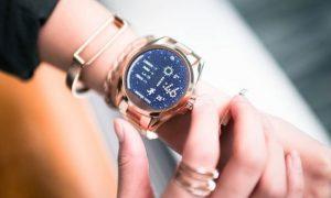شنایی با برند های ساعت هوشمند زنانه + راهنمای خرید ساعت هوشمند 8