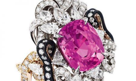جواهرات لوکس الهام گرفته شده از کاخ ورسای/ دیور برای مجموعه جدید جواهرات خود منبع تاریخی «کاخ ورسای» را انتخاب کرده است.