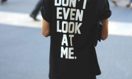 تی شرت چی بپوشم : چگونه تی شرت را با لباس هایمان ست کنیم ؟ / تی شرت مردانه لباسی چند منظوره
