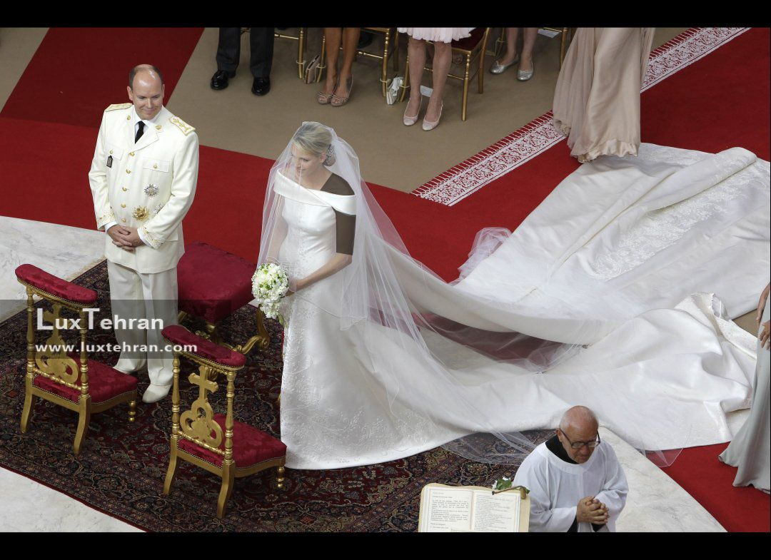 لباس عروس سواروسکی 46 کیلوگرمی برای وارث سنگ های کریستالی سواروسکی ! / سواروسکی