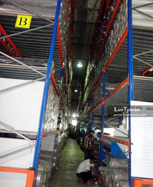 بسته بندی پارچه های دنیم در کارخانه