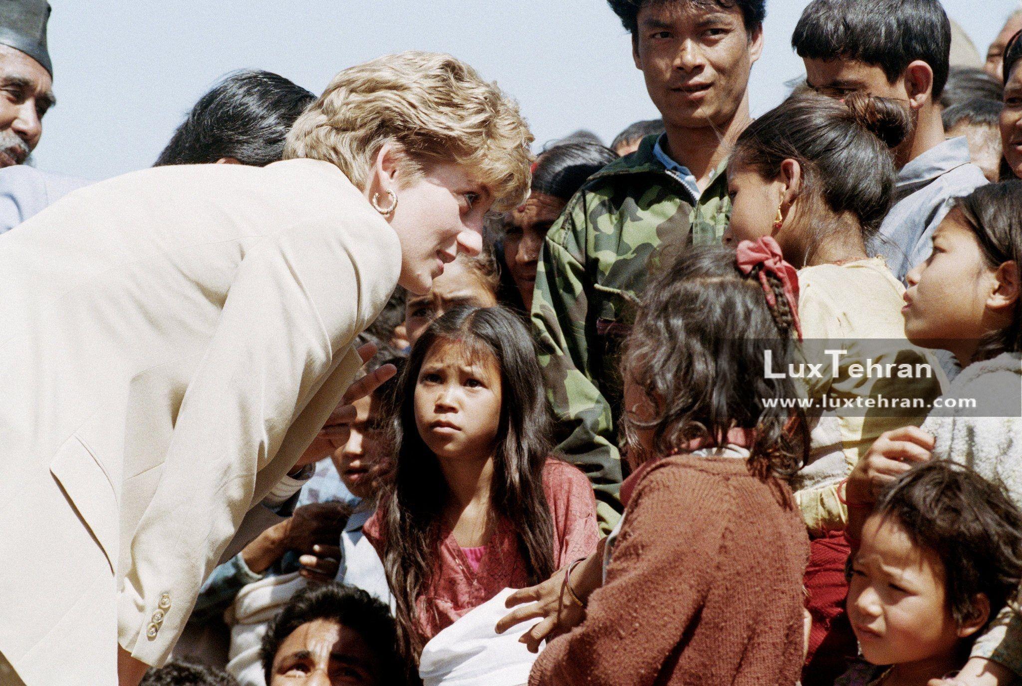 تصویری از پرنسس دایانا در زمان دیدارهای رسمی از کشورهای مختلف جهان