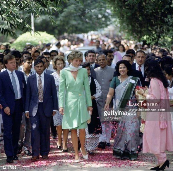تصویری از دیدارهای پرنسس دایانا فقید از کالج Kinnaird