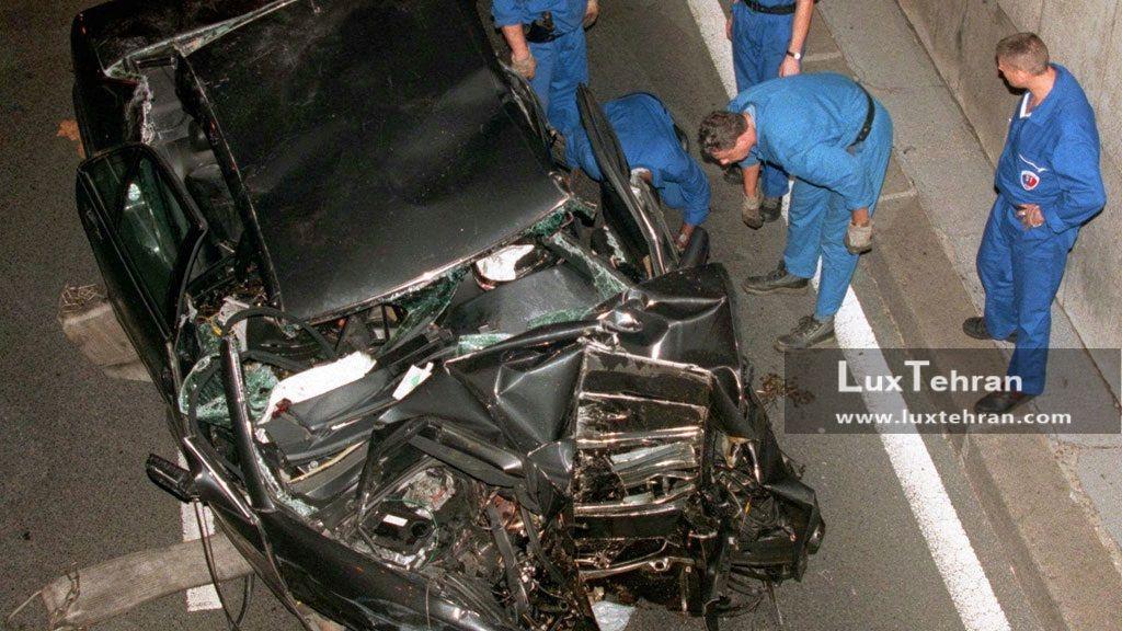 این تصویر مرسدس بنز مچاله شده سیاه رنگ، عکس خودرویی است که پرنسس دایانا و همراهش در ان تصادف کرده و در دم جان باختند