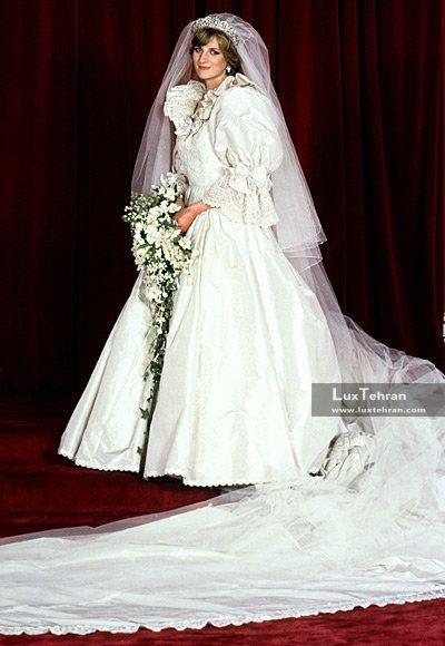 در عکس فوق، یکی از جذاب ترین لباس عروس پرنسس های جهان در قرن بیستم را مشاهده میکنید