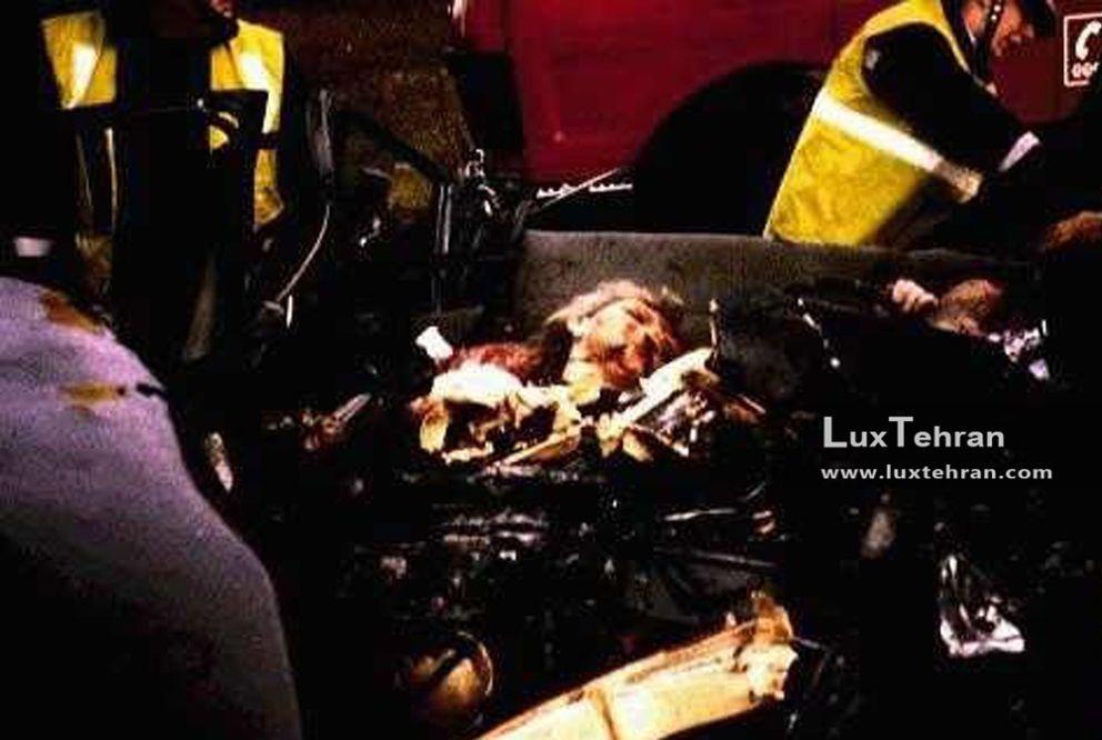 (این تصویری است که رسانه های لحظاتی پس از کشته شدن دایانا در تصادف خودرو از جسد ایشان مخابره کردند)