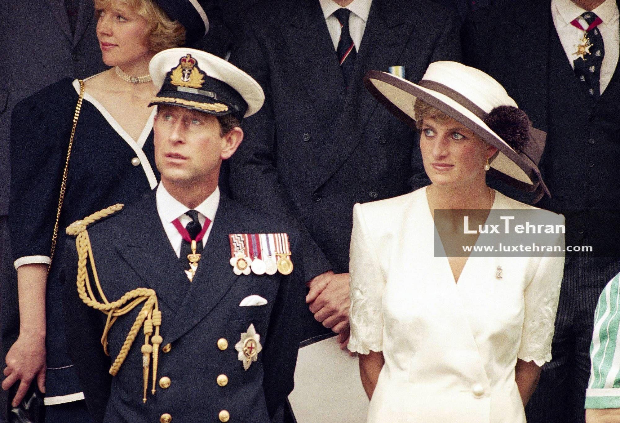 تصویری از شاهدخت ولز در کلاه و لباس پوشیده بلند شیری رنگ