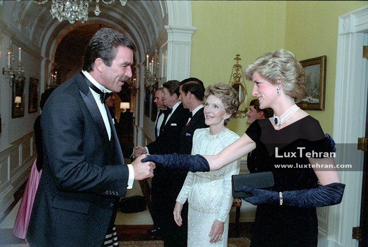 تصویر تیپ لباس و گردن بند الماس یقه ای پرنسس دایانا