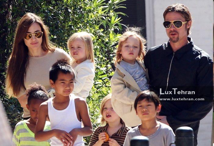 آنجلینا جولی در کنار براد پیت (همسر سابق) و فرزندان در یک قاب