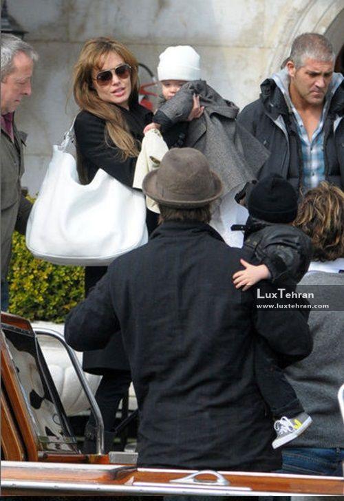 استایل های خیابانی آنجلینا جولی که او را با کیف چرمی سفید رنگ