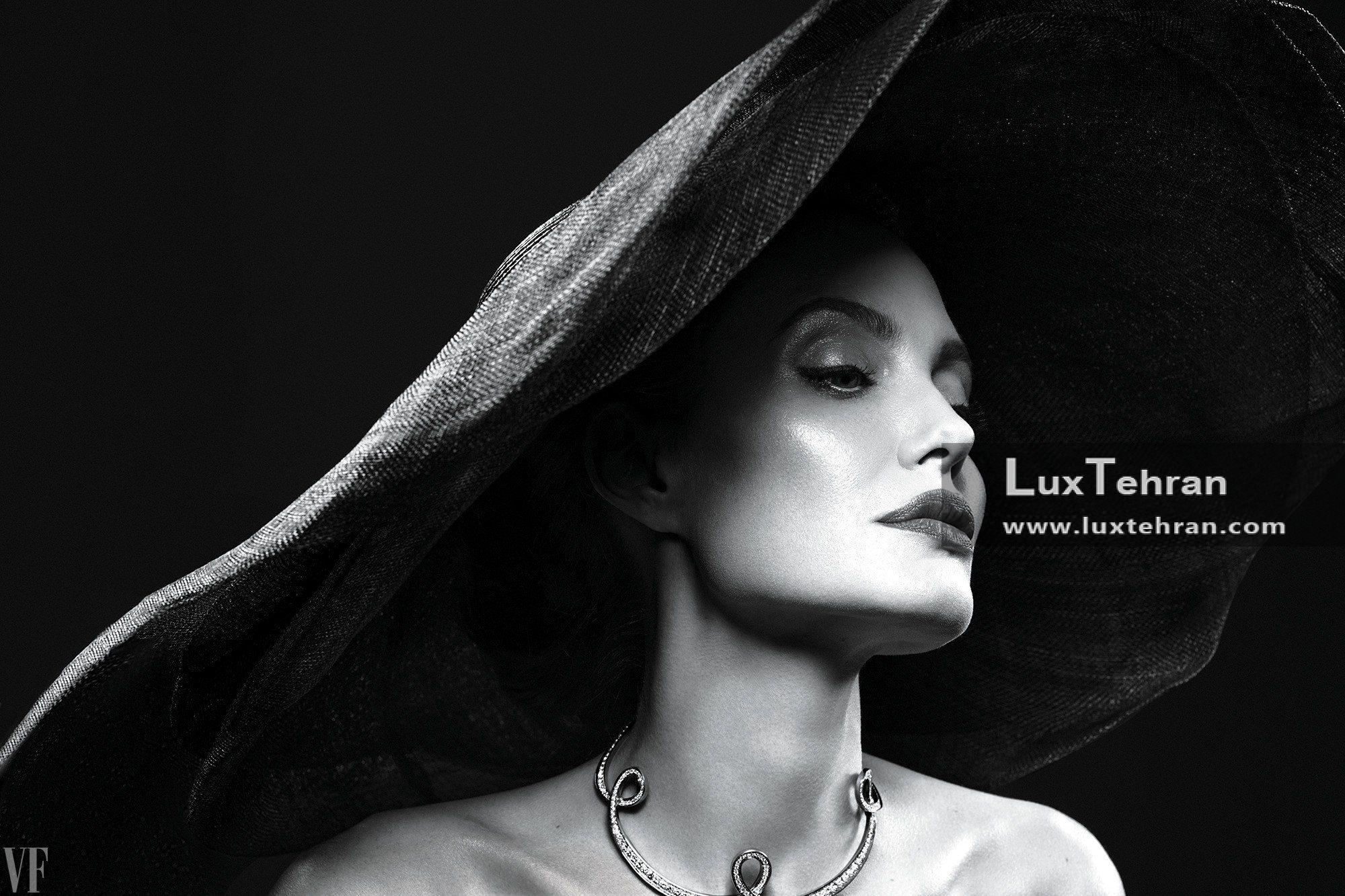 گردن بند آنجلینا جولی که برای فوتوشوت مجله VanityFair