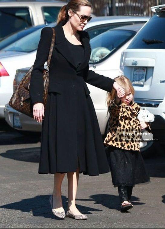 آنجلینا جولی در کنار فرزندش با لباس مشکی کلاسیک