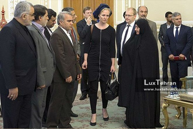 تصویر پوشش جنجالی نماینده اتحادیه اروپا در سفر سال گذشته به تهران زنان سیاستمدار جهان