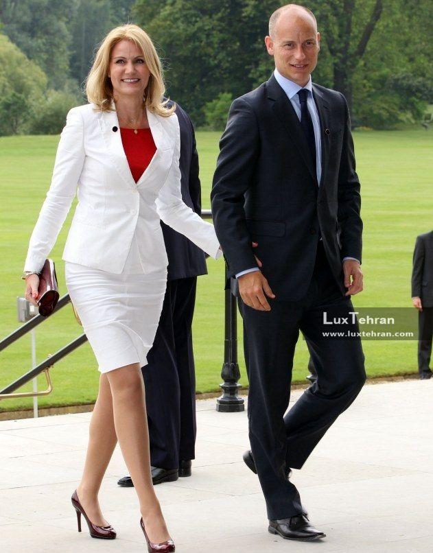 زنان سیاستمدار جهان تصویری از کت و دامن شیک بلند شیری رنگ خانم نخست وزیر