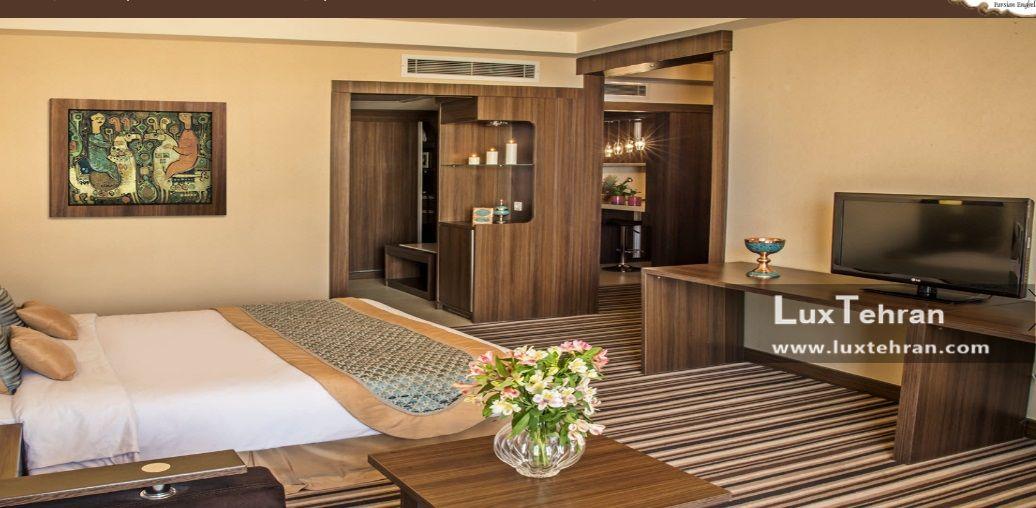 تصویری از اتاق های کلاسیک هتل پارسیان انقلاب