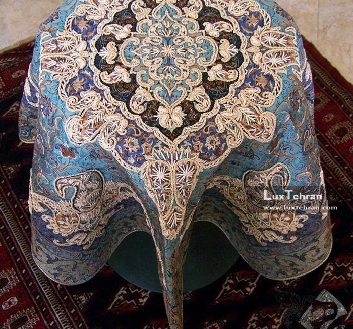 تصویری از هنر اصیل و فاخر سرمه دوزی برای رو میزی