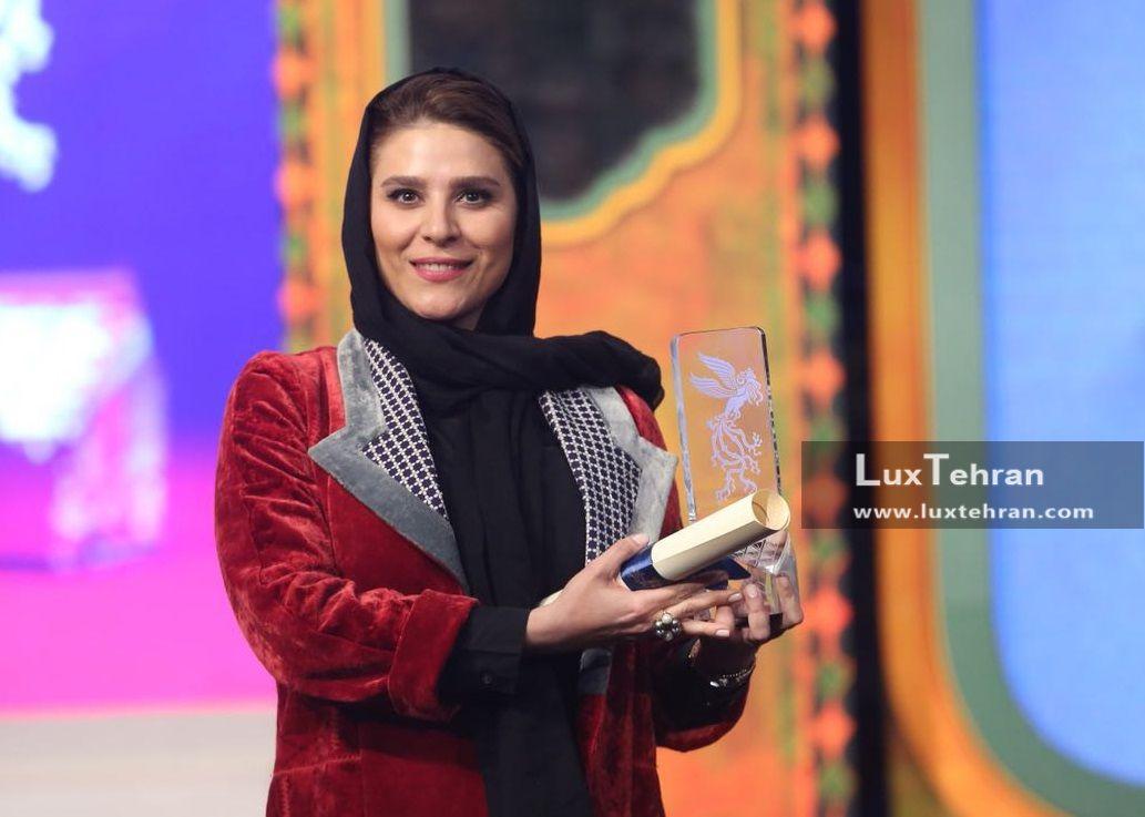 تیپ سحر دولتشاهی با مانتو مخملی و طرحی متفاوت که در اختتامیه سی و ششمین جشنواره فیلم فجر