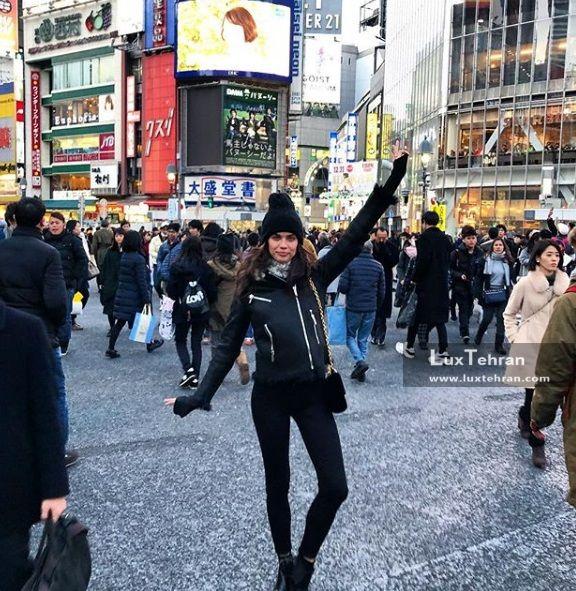 ست اینستاگرامی سارا سامپایو در دسامبر ۲۰۱۷ میلادی که ایشان را در حال توکیو گردی در ژاپن