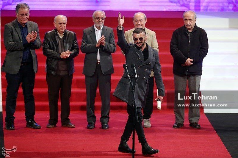 لحظه دریافت دیپلم افتخار بهترین بازیگر مرد جشنواره سی و ششم توسط امین حیایی