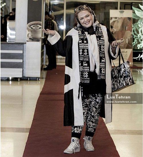 تیپ عجیب بهاره رهنما در اختتامیه سی و ششمین جشنواره فیلم فجر