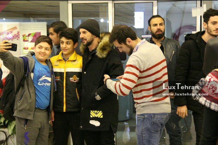 تیپ امین حیایی در حاشیه های سی و ششمین جشنواره فیلم فجر در سینما چارسو