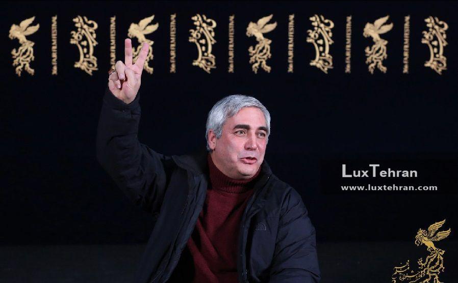 ژست های ابراهیم حاتمی کیا، کارگردان فیلم به وقت شام در حاشیه سی و ششمین جشنواره فیلم فجر