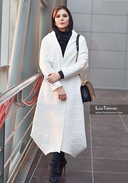 مانتو ساده اما خوش طرح و برش سفید سحر دولتشاهی در جشنواره سی و ششم فجر