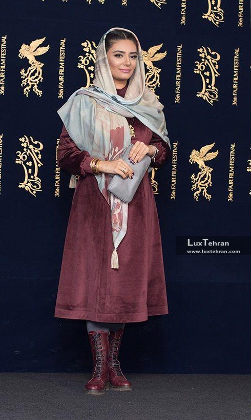 طرح شال خوشنویسی شده و مانتو ساده و جذاب لیندا کیانی در جشنواره سی و ششم