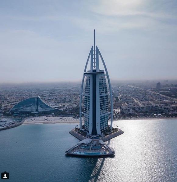 برج العرب دبی که یکی از هتل های لاکچری