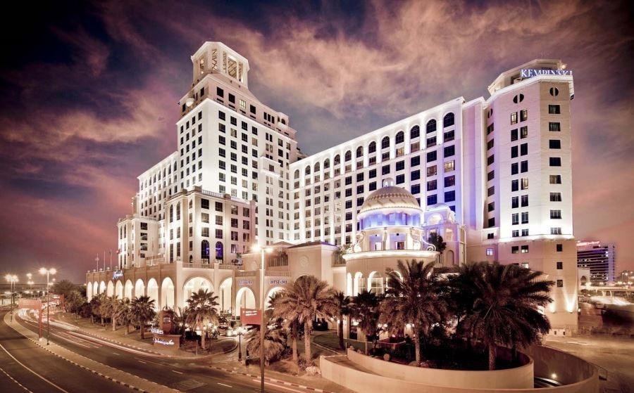 نور پردازی شبانه هتل مجلل ۵ ستاره کمپینسکی در دبی گردی
