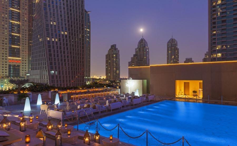 نور پردازی شبانه هتل گروسونور برای دبی گردی