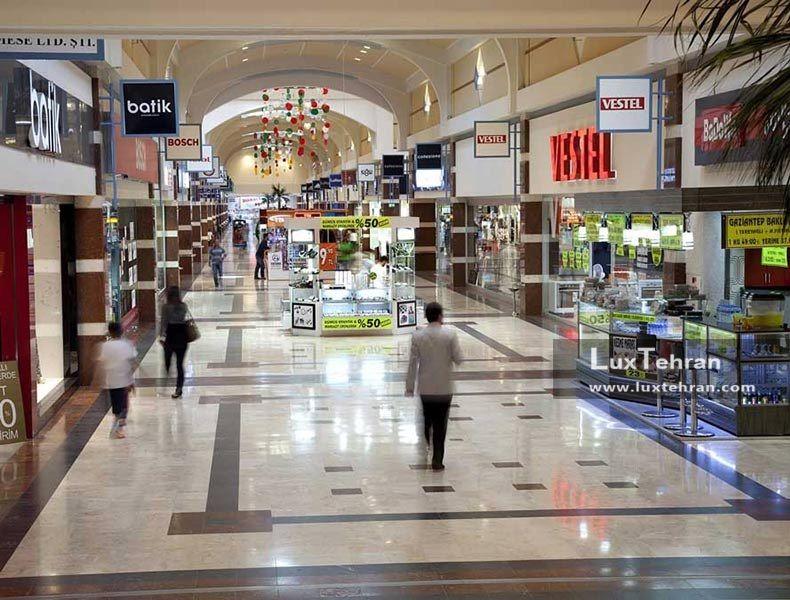 مرکز خرید برای آشنایی با برند ها