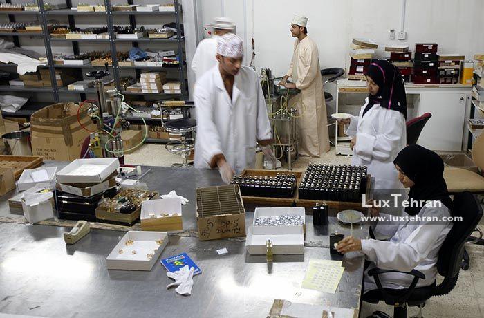 کارخانه تولید عطر آمواج در نزدیکی مسقط
