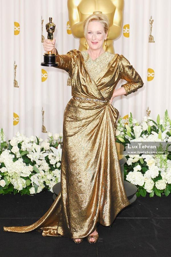 لباس طلایی رنگ نسبتا بلندی