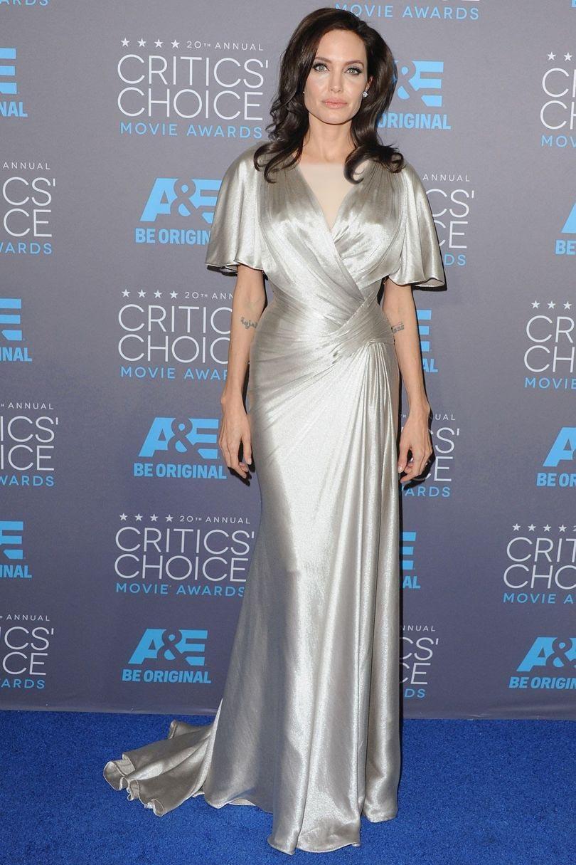 آنجلینا جولی در لباس ماکسی نقره ای بلند