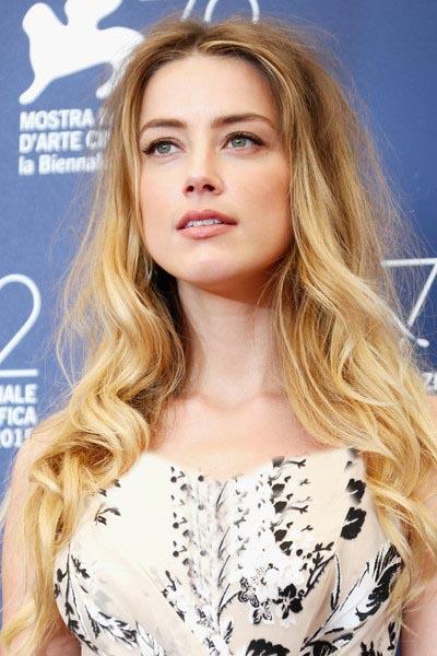 امبر هرد آرایش ساده در مراسم اکران فیلم دختر دانمارکی
