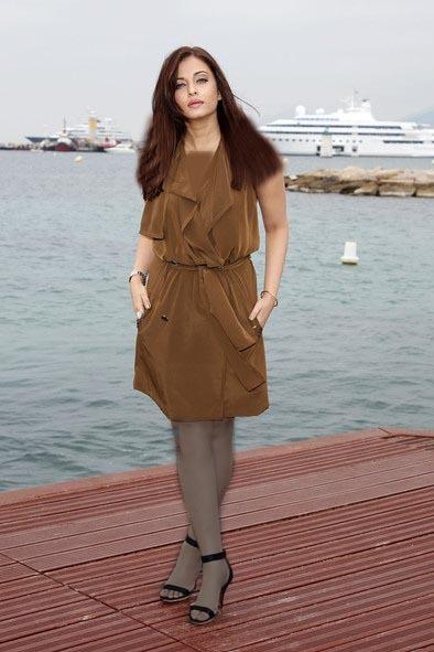 آیشواریا رای در این طرح لباس ابریشمی زیتونی