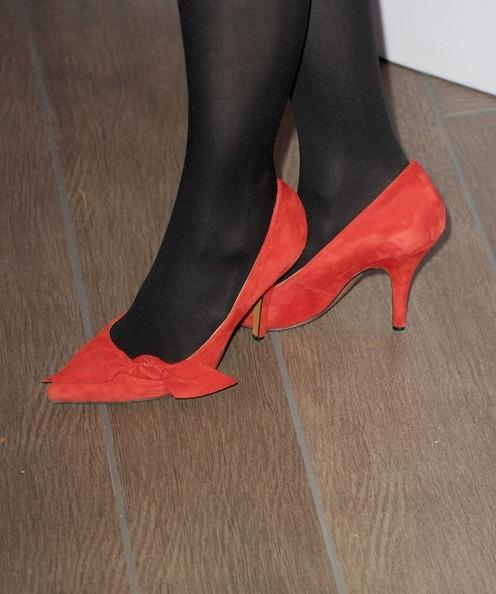 کفش های قرمز رنگ پاشنه کوتاه آن هاتاوی