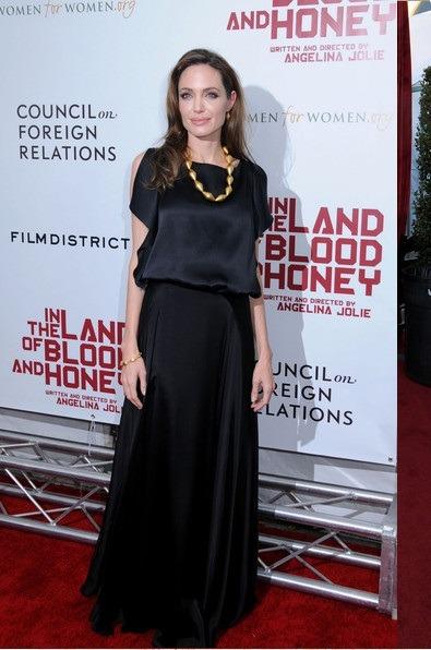 مدل لباس بلند اطلسی چین دار آنجلینا جولی