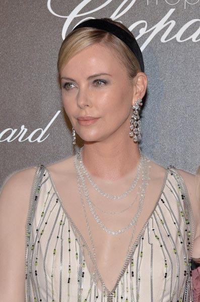 شیک ترین  گردن بند و گوشواره  خوشه  ای  الماس  خود را که محصولی از برند چوپارد (CHOPRAD)