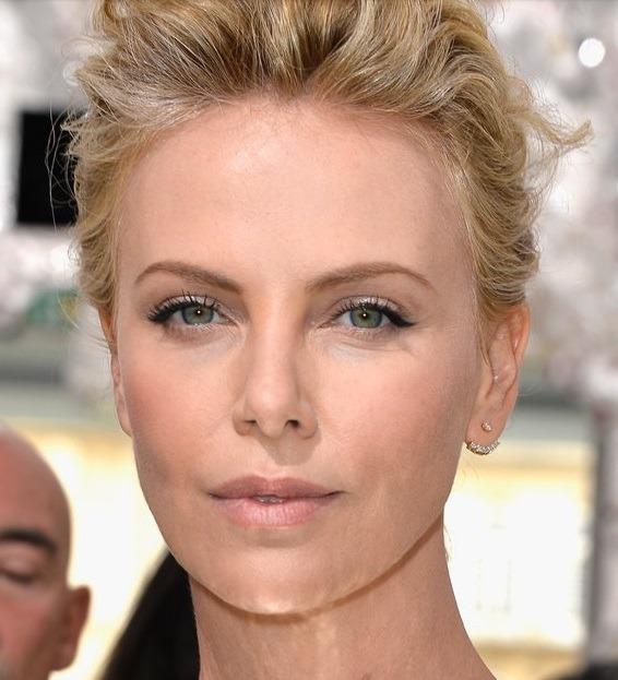 صورت زیبای شارلیز رون