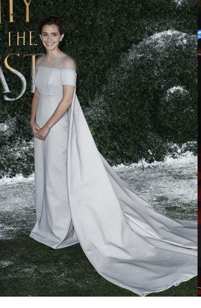 اما واتسون و تیپ لباس بلند سفید بدون بند