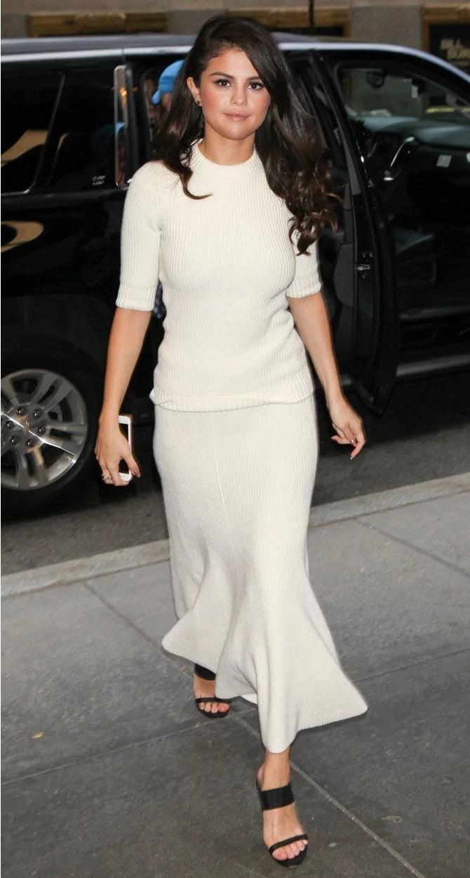سلنا گومز در این استایل سفید رنگ